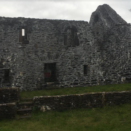 St Brendan's house - also called the priests' house - is medieval. The religious attached to the nearby Kilmalkedar probably lived here.